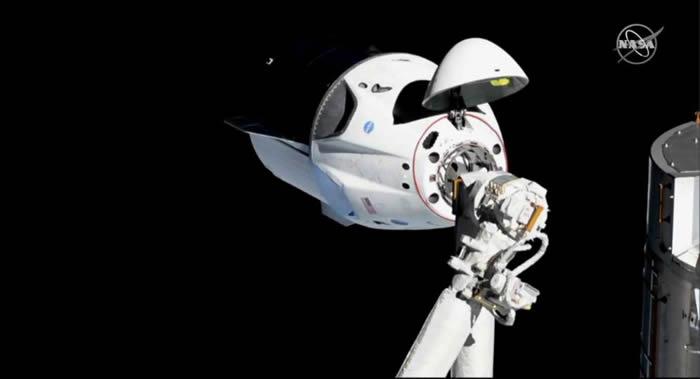 """SpaceX公司的""""龙""""货运飞船将2.5吨重的物资运抵国际空间站"""