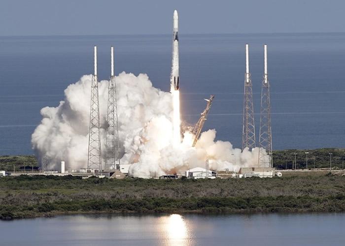 猎鹰九号火箭发射成功。