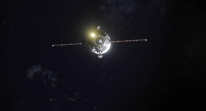"""美国宇航员从国际空间站上拍下""""进步MS-11""""货运飞船在大气层中焚毁的情形"""