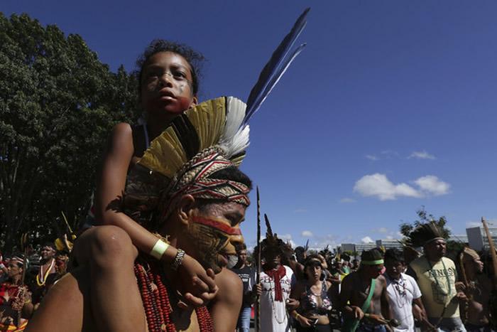 巴西原住民4月不满权益倒退,抗议总统波索纳洛。