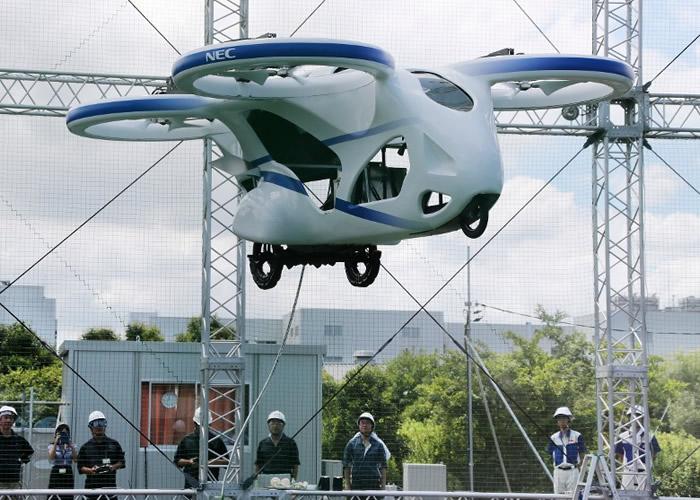 日本资讯科技公司NEC Corp研发的4螺旋浆飞天车测试成功