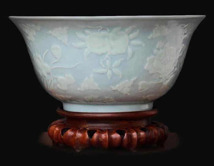 英国巴斯古董拍卖行拍卖清朝雍正帝时期烧制的瓷碗 高出原先估价10倍