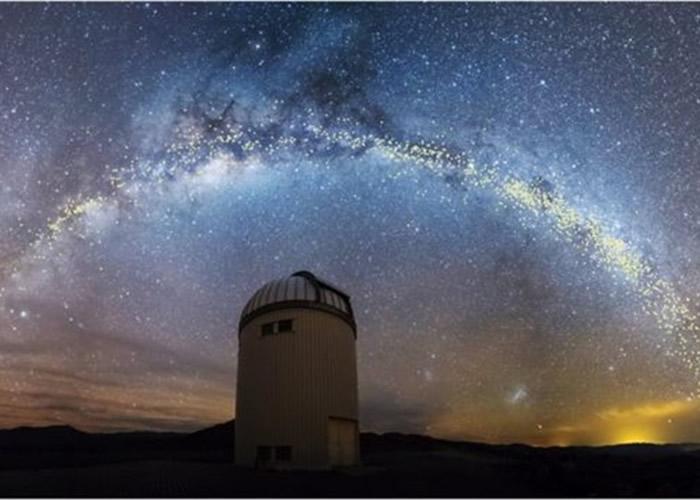 银河浩瀚繁星十分壮丽。