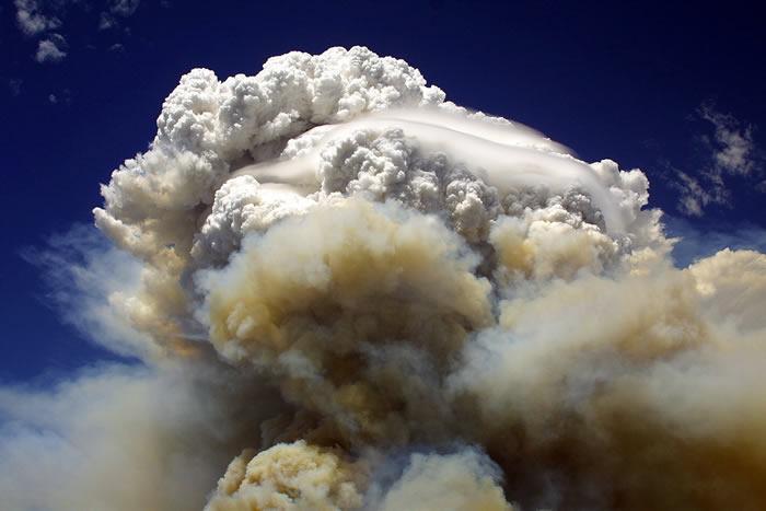 2017年夏季太平洋西北岸野火释放出的巨大烟柱提供罕有研究机会