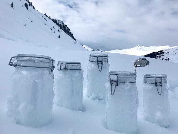格陵兰岛的浮冰样本中,平均每公升含有1760个塑胶微粒。(图/翻摄自Alfred Wegener Institut)