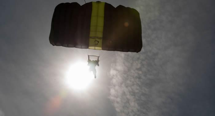 加拿大女子跳伞失败从1500米高空坠落但奇迹般生还