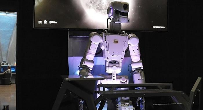 美国前宇航员斯科特·凯利认为太空中机器人永远不会彻底代替人类