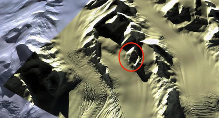 """谷歌地球公开南极表面卫星图像上有一个巨型""""人脸"""""""