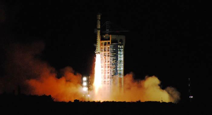 """中国航天科工集团用固体燃料运载火箭""""快舟一号""""成功发射两颗科学研究卫星"""