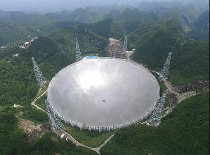 """中国""""500米口径球面射电望远镜""""首次探测到""""快速射电暴""""FRB121102多次重复爆发"""