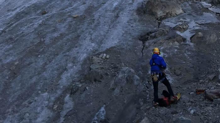 阿尔卑斯山脉冰川融化 43年前失踪的登山客尸体出露