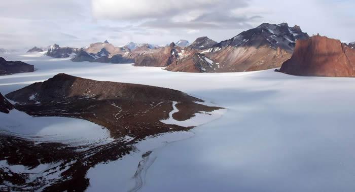 乌克兰第24支南极考察队发现一个内含湖泊和河流的孤立冰川洞穴