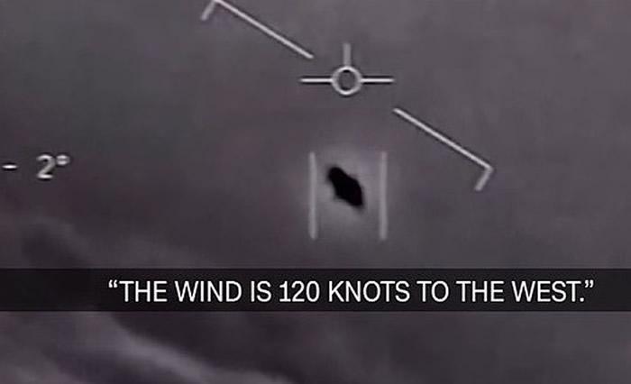 """美国海军放出2004年与2015年拍摄的""""无法解释的空中现象""""片段 承认是真的UFO"""