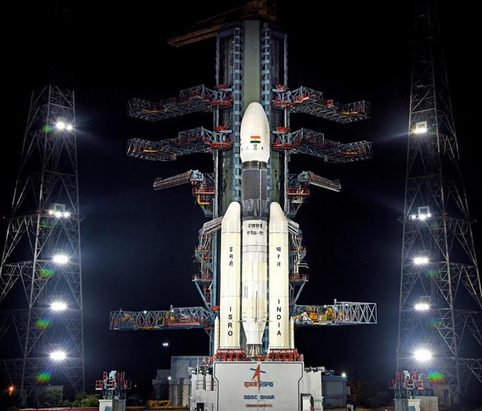 印度的月船2号任务(Chandrayaan-2),于7月时在装载在GSLV MkIII-M1火箭顶上发射升空。 9月6日,月船2号的维克拉姆号(Vikram)登