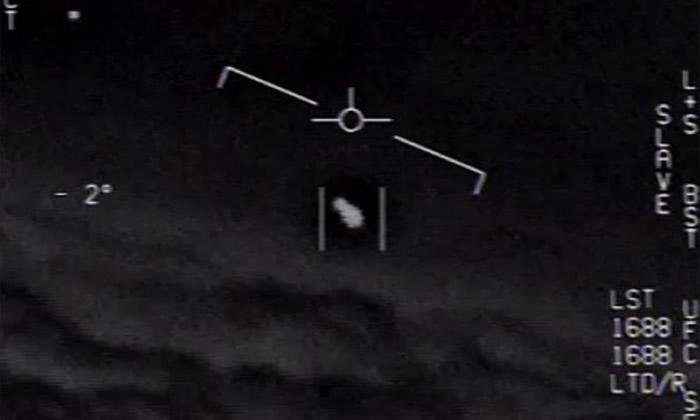 美军飞行员2015年在佛罗里达州拍到、代号Gimbal的不明飞物体影片。