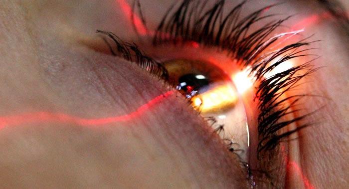 亚美尼亚女子眼睛流出的不是眼泪而是晶体