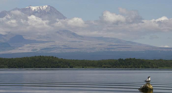 俄罗斯堪察加的希韦卢奇火山喷出高达9千米的灰柱