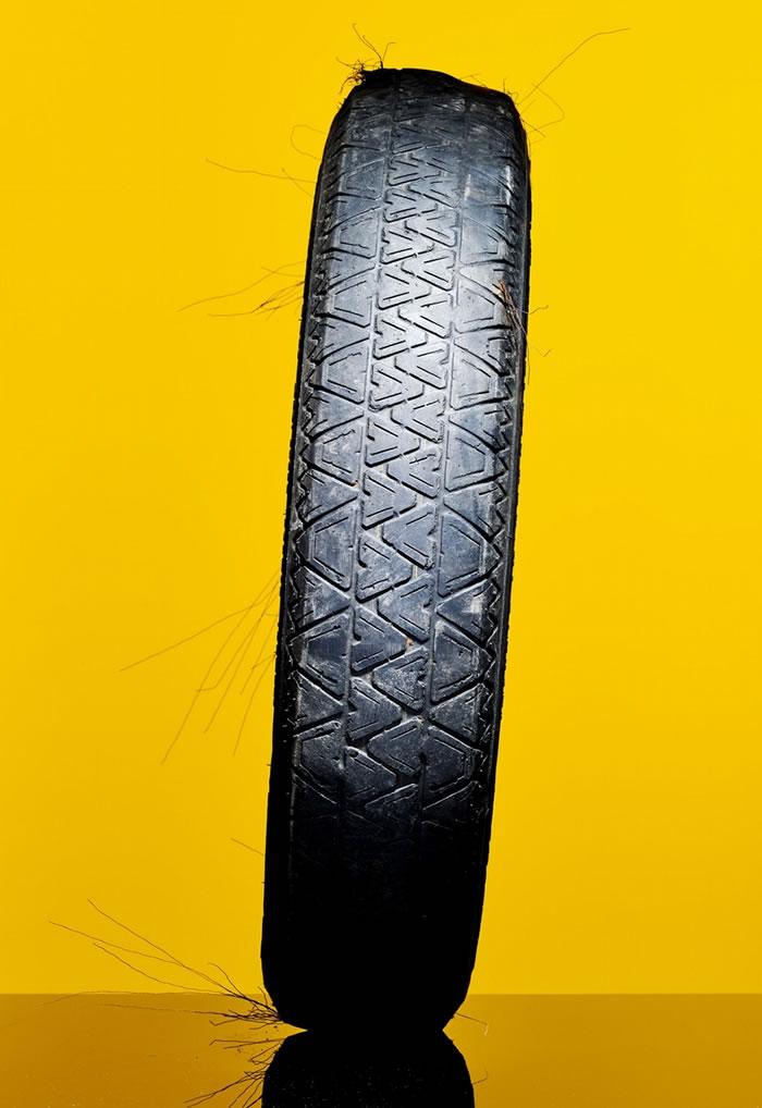 研究人员发现,轮胎磨损产生的微小退化塑料碎片遍布在环境里,海洋中也有。