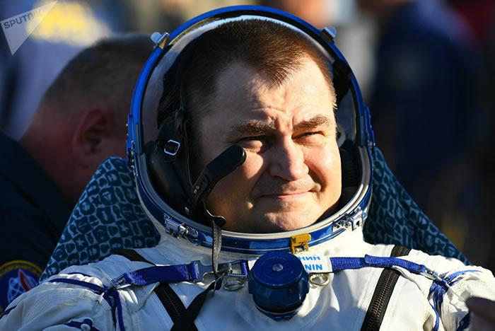 """国际空间站三名宇航员乘坐""""联盟 MS-12""""飞船成功返回地球"""
