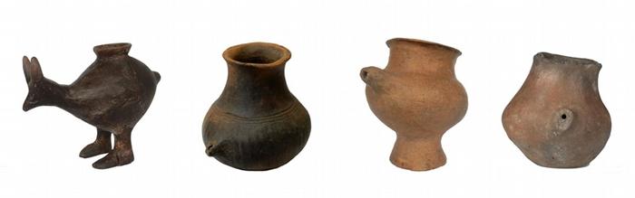 陶奶瓶约从7000年前开始出现在欧洲,其中有些还是动物造型的。 这几个样本可追溯到公元前1200-800年。 PHOTOGRAPH BY KATHARINA R