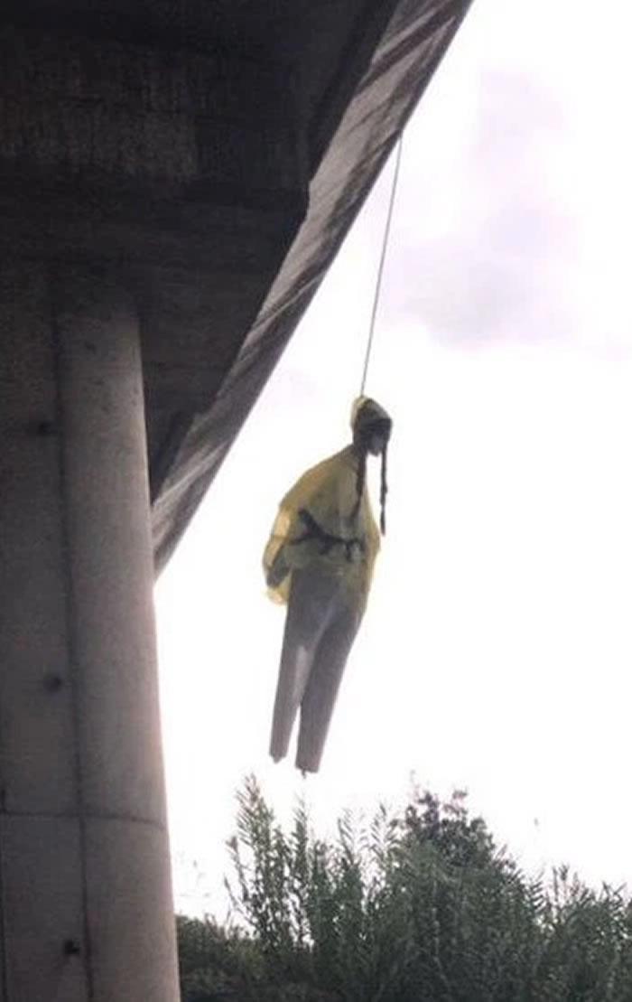 瑞典环保少女格蕾塔?桑伯格人偶在意大利罗马被上吊高架桥