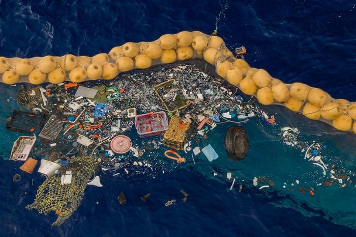 """荷兰少年博杨.斯雷特(Boyan Slat)设计""""海洋吸尘器""""终于成功开始搜集垃圾"""