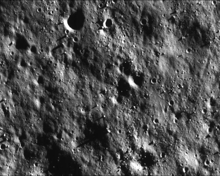 印度部署在月球轨道的探测器传回迄今为止最清晰的月球表面照