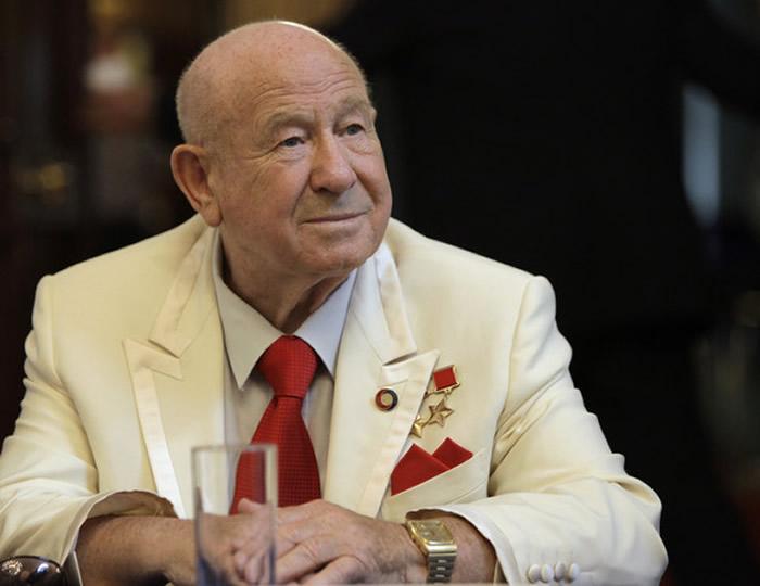 世界上第一个在太空行走的人:苏联宇航员阿列克谢·列昂诺夫去世 享年85