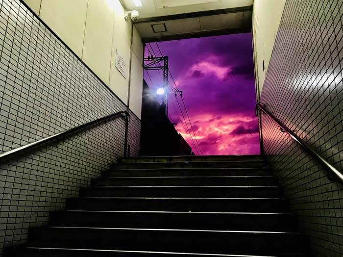 天空变紫色是什么征兆?台风哈吉贝登陆 日本多地天空变紫色