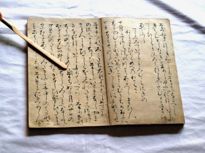日本东京古老大宅发现《源氏物语》中〈若紫〉篇最古老的手抄本