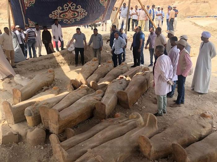 考古学家在埃及卢克索附近发现至少20具古埃及木棺