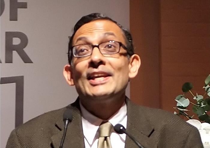 班纳吉的研究领域是发展经济学。