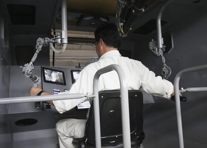 南云正章示范驾驶舱用法,可惜是手动而非脑电波操控。