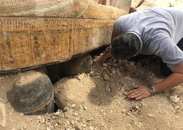 埃及乐蜀出土逾20个千年木棺 棺上绘有精致彩色图案