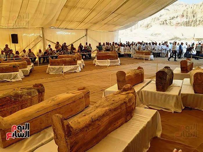 埃及南部卢克索的阿萨西夫墓群附近发现古埃及时期最大墓地 内有30具彩色木制棺木