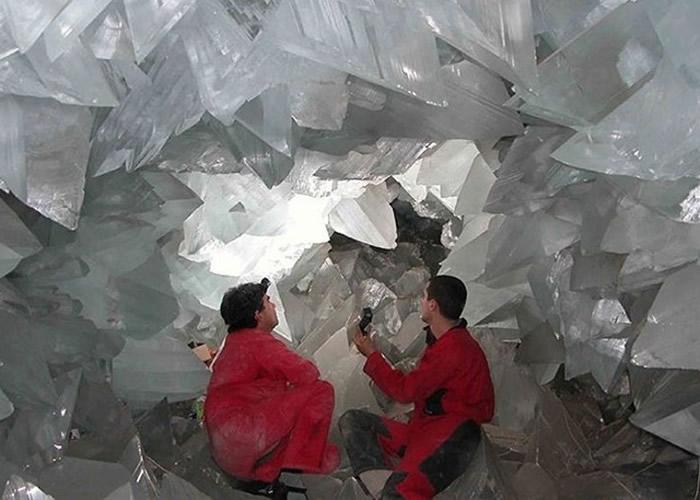 普尔皮巨型晶洞的晶柱非常通透。