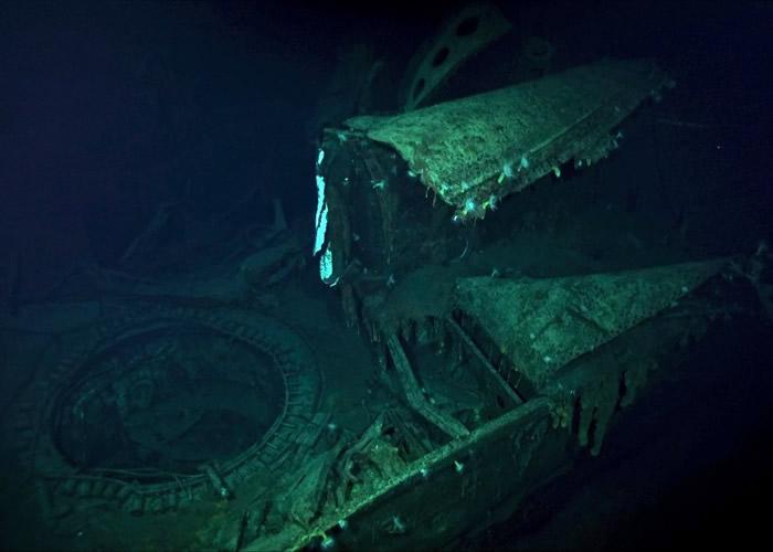 加贺号船体在水底仍然笔直矗立。