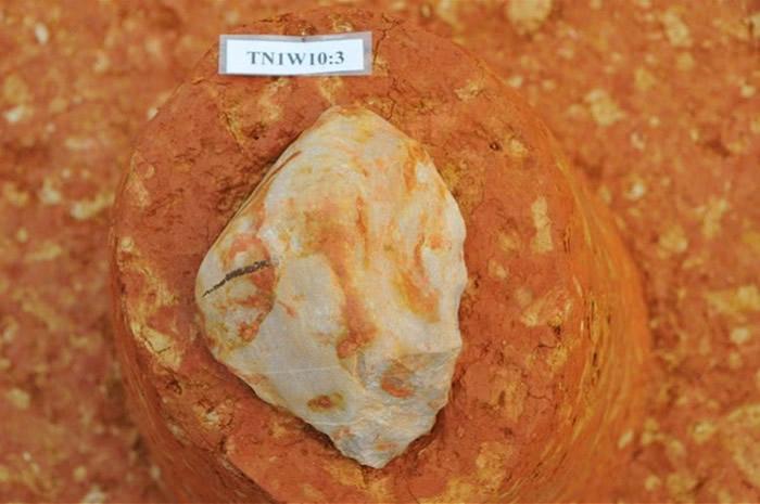 磨刀山遗址石器出土现场。