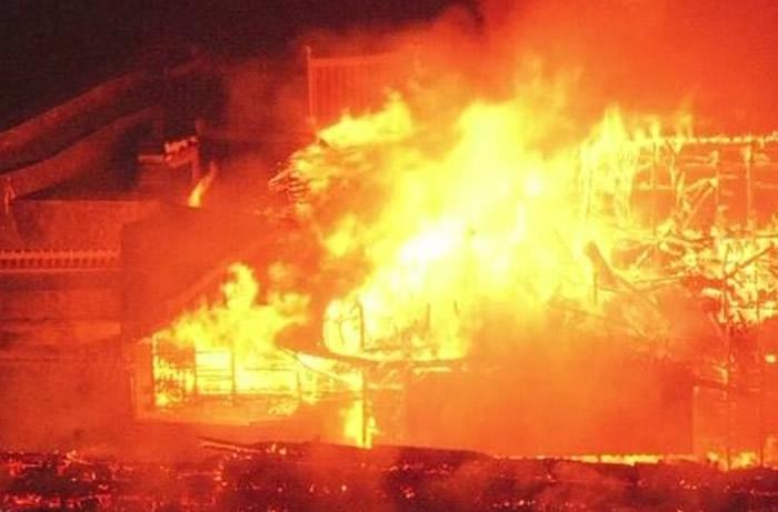 日本冲绳县那霸市的世界文化遗产首里城凌晨发生大火 正殿等7建筑物全烧毁