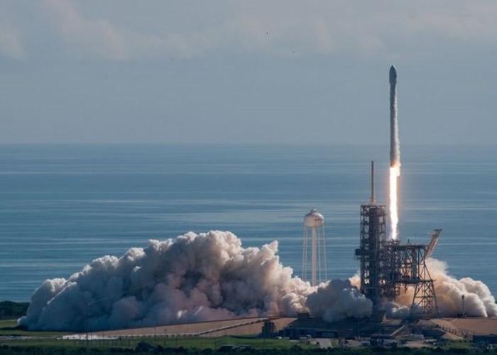 执行是次任务的X-37B前年在卡纳维拉尔角空军基地由火箭搭载升空。