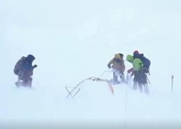 尼泊尔登山家普尔亚(Nirmal Purja)短短7个月时间登上世界上14座最高山峰