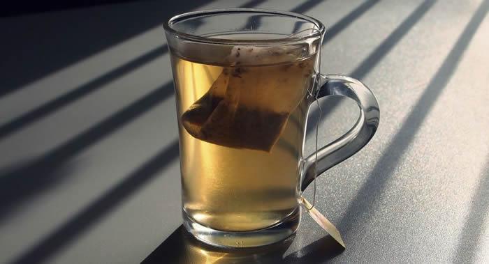 加拿大麦吉尔大学科学家发现用塑料茶包冲泡的茶会有聚合微粒进入人体