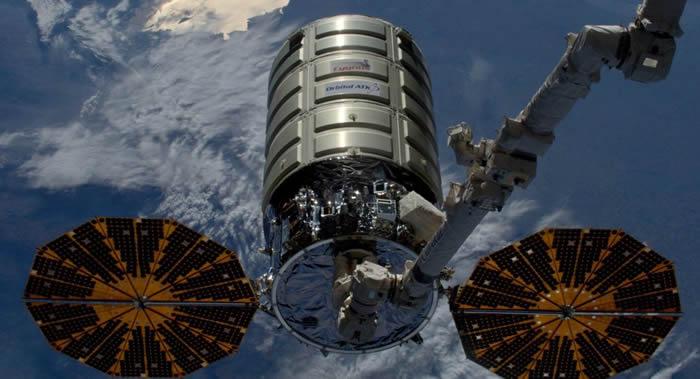 """美国""""天鹅座""""货运飞船成功完成与国际空间站的对接"""