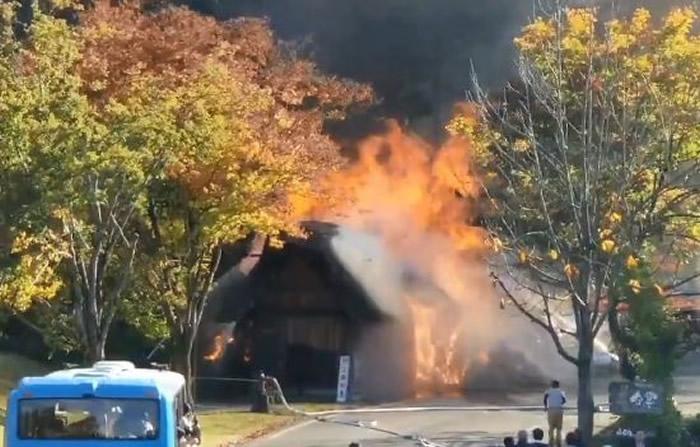 """日本另一个被称为世界遗产的著名景点""""合掌村木屋""""传出火灾"""