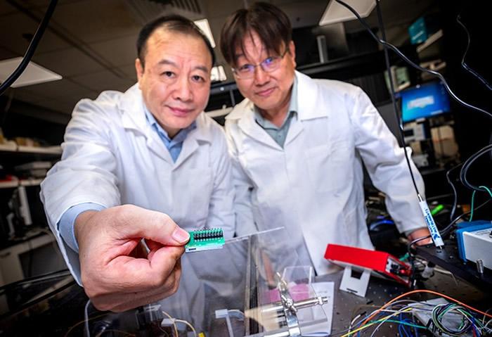 新加坡南洋理工大学研究团队成功开发最新量子通讯晶片 手机加密通讯更安全