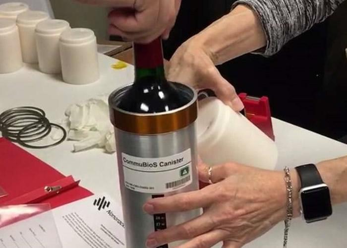 该批红酒每瓶独立装在金属罐内以防摔破。