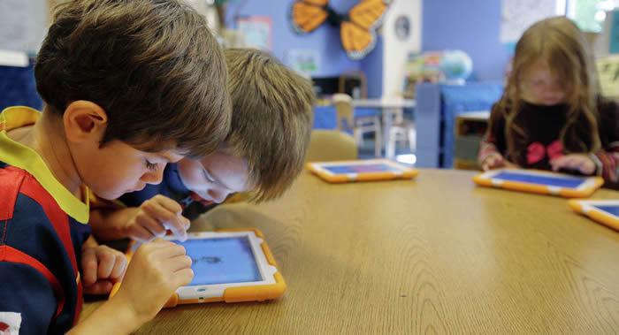美国科学家使用神经影像技术对男孩和女孩的数学能力进行比较:结果一样
