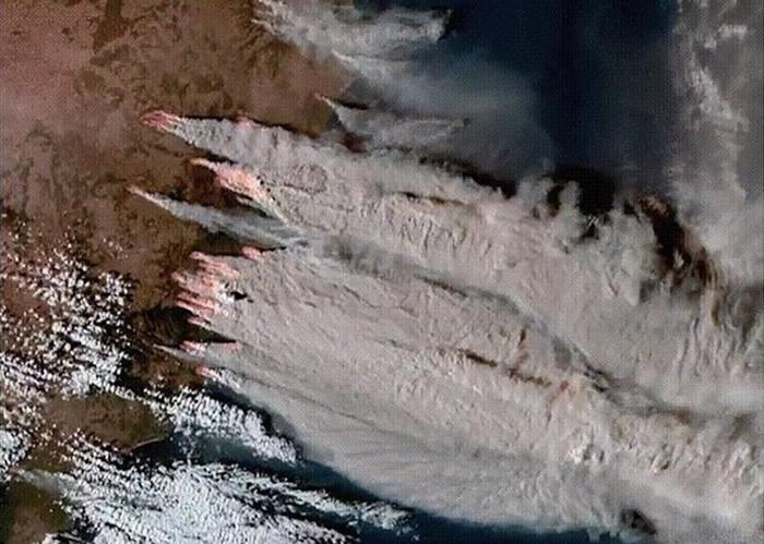 澳大利亚山火最新卫星图片曝光 烟雾直扑新西兰南岛