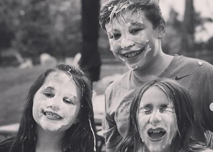 """发起""""#pieforpans""""鲜忌廉打脸挑战 为美国不幸患上小儿急性发作神经精神综合症13岁男童筹款"""