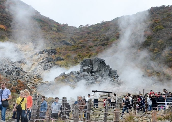 日本神奈川县箱根山因火山活动引发的地震加剧封闭近半年 观光胜地大涌谷重开